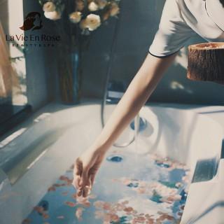 Tắm dưỡng trắng body Tinh Chất Thiên Nhiên